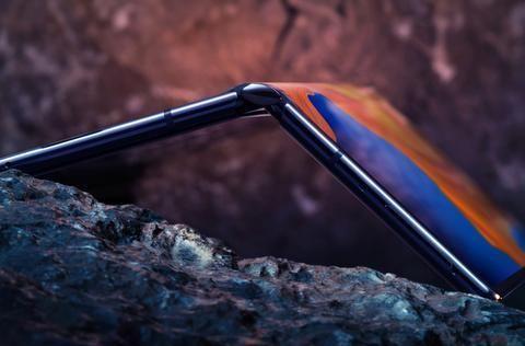 三星和华为的首款折叠屏设计,或许在另外两款手机上已经失去意义