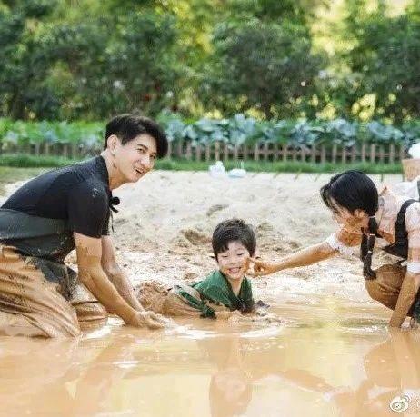 新手奶爸吴奇隆首次回应二胎计划;孩子的气质,藏在他走过的自然风光里