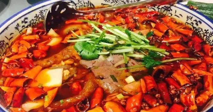 北京:京城胡同品味古典川菜,体验地域文化交融的韵味
