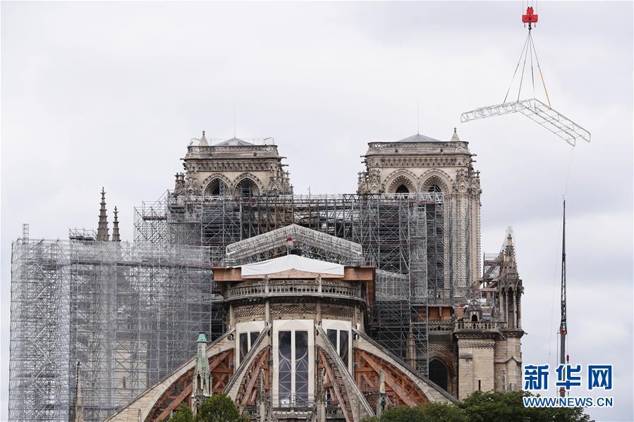 """法國考慮將""""按原樣""""重建被燒毀巴黎圣母院塔尖"""