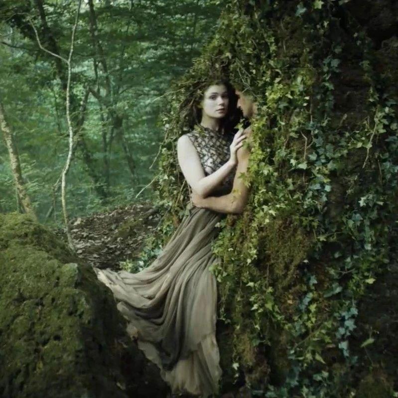 Dior拍了一部神话短片!美到窒息