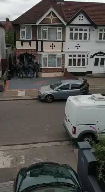 英国伦敦发生一起恐怖袭击事件,特种部队到场