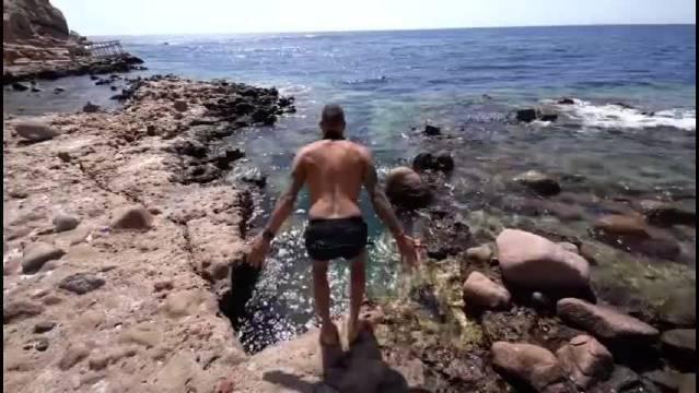 欣赏一下潜水牛人的极限潜水,看着心惊肉跳!