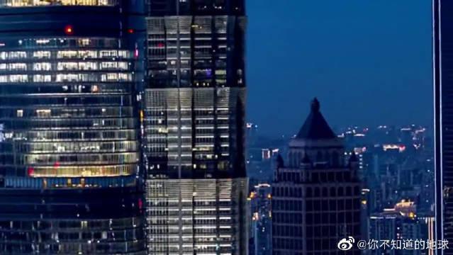上海陆家嘴夜景,灯火辉煌美不胜收,不愧是中国超一线城市!