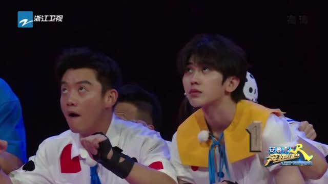 1蔡徐坤《奔跑吧》精彩cut: 蔡徐坤打篮球是真的很帅……