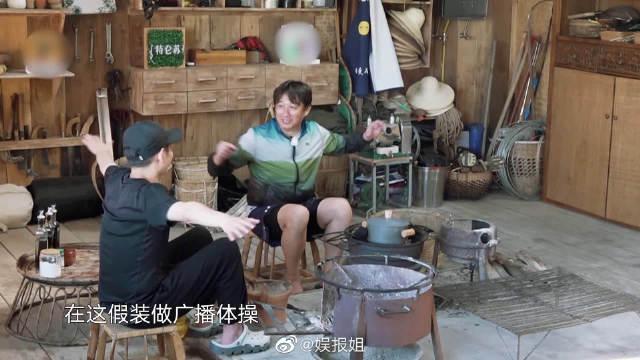 """海涛和妹妹在蘑菇屋跳起了广播体操~听到这熟悉的音乐声真的是""""爷青回"""""""