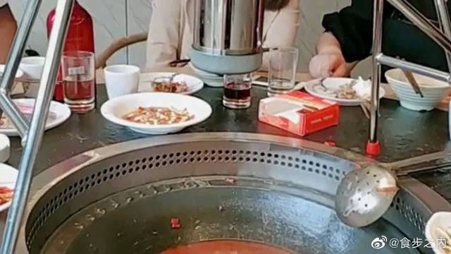 这样吃火锅的方法,没多少人见过吧,我也是第一次来吃这家火锅!