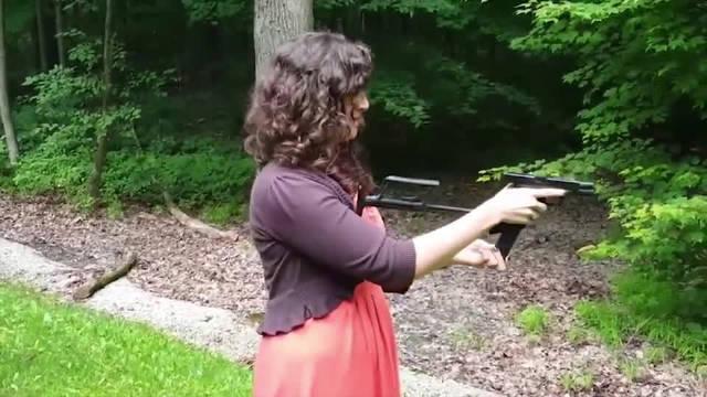 格洛克18C手枪,射速高达每分钟1200发,可与冲锋枪相媲美!