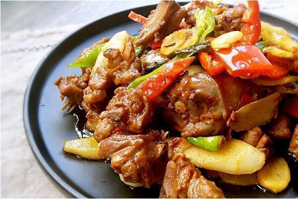 美食精选:仔姜炒鸭、酥皮焗海虹、菠菜炒核桃、草堂八素