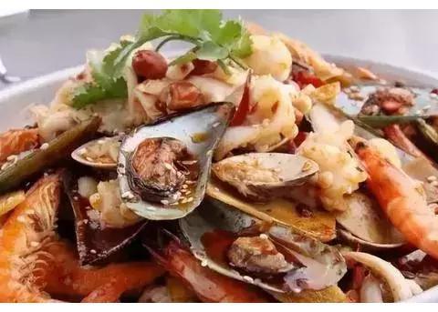 精选美食:黄芽菜肉丝春卷、金沙鸡翅、干锅海鲜、香辣银鱼干做法