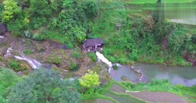 在贵州大山里发现一发电机,住在这水电都不愁了