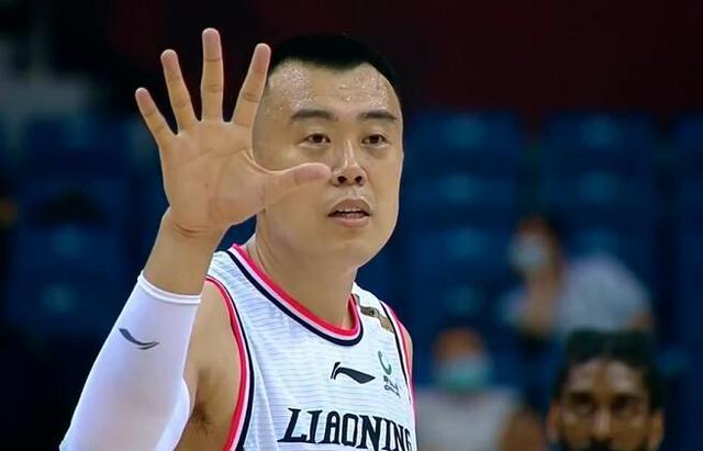 郭艾伦不投三分,赵继伟不投两分,全场仅3分他却被教练单独夸奖