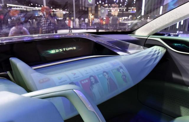国产又一超跑,双色车身+4个悬浮式座椅+赛车方向盘,真漂亮