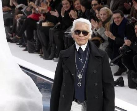 """10年前的香奈儿,老佛爷将""""冰山""""空运到秀场,时尚界的大龙头!"""