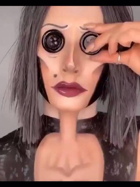 这竟然是化妆化的。。我以为带了个面具
