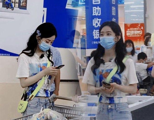赵丽颖参加综艺《中餐厅》,休闲打扮去超市被偶遇