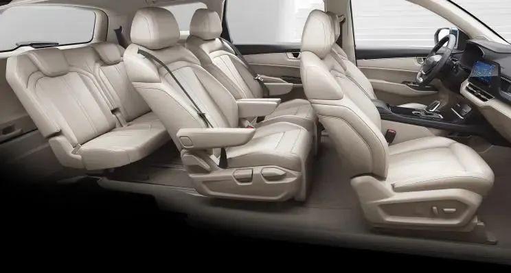 五菱凯捷采用2+2+2座椅布局 中排座椅配磁浮式四向滑轨