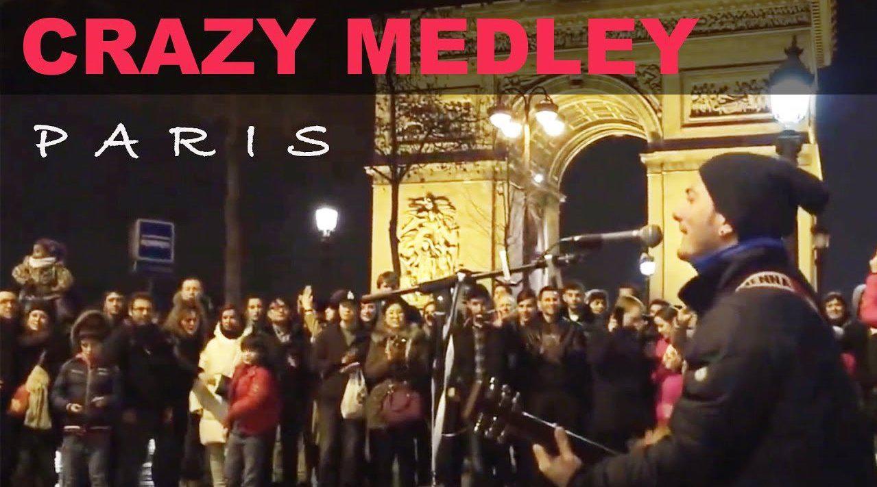 迷人的歌声回荡在巴黎的夜空,歌声好还会帮观众提词领唱带动气氛