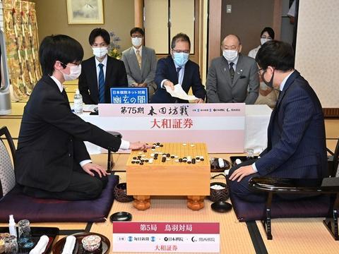 日本棋闻   冲击本因坊10连霸的井山裕太
