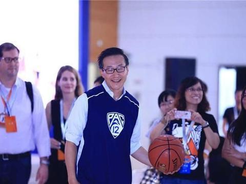 NBA华人老板蔡崇信,1年巨亏1个亿,杜兰特却成最大受益人