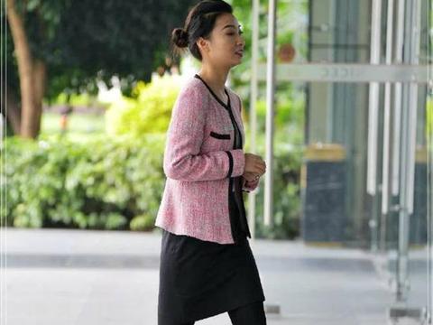 时尚街拍:酒店大堂经理身穿工作装,也能有这种高贵的女人风范