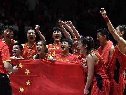 高难度跨楼梯挑战赛,中国女篮姑娘这大长腿和柔韧度简直太美了