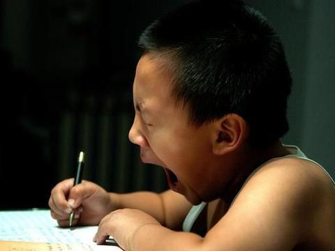 学生的家庭作业,老师应该全面检查,定期检查,还是抽查