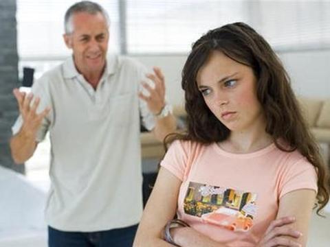 """父母的""""暴力沟通"""",容易伤害亲子关系,学会正确沟通很重要"""