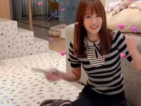 张子萱录视频,陈赫意外从身后闪过!夫妻俩同住一起同框却罕见
