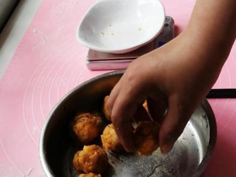 酥皮粽子,外皮酥松,内馅香甜