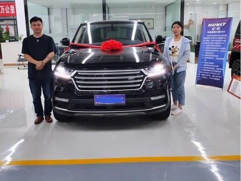 皖北车友花20万元买汉龙旷世,和老板的揽胜停一起,同事拍下照片