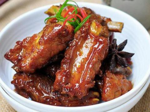 豆腐泡炒肉片,啤酒炖排骨,香酥鸡块,椒香鸡翅的做法