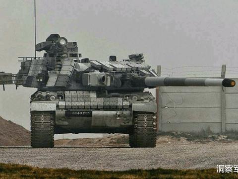 豹式坦克进入小镇,将路边小轿车压扁,车主找军队索赔差点入狱
