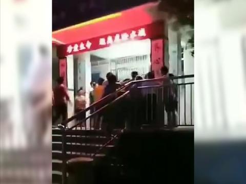 惠州小学老师疑诱奸多名女同学被愤怒的家长围殴,警方:已被刑拘