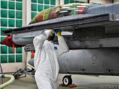 美F-16战机改用新涂装,中等灰色覆盖整个机身 最大优点就是省钱