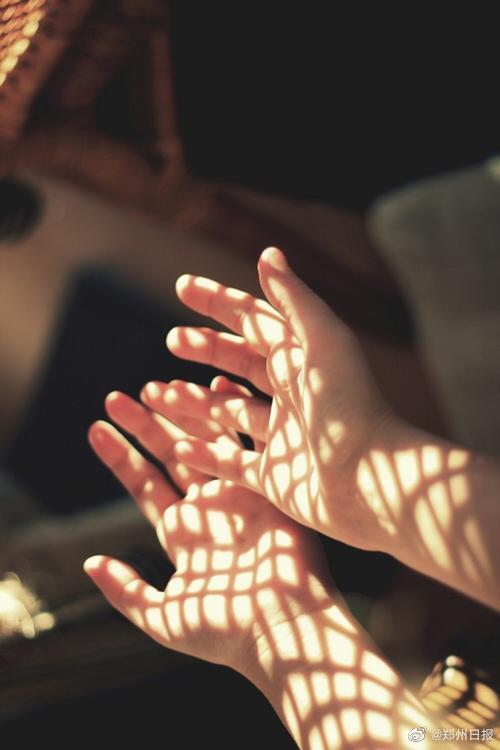 我本可以忍受黑暗,如果我不曾见过太阳。 ——艾米莉·狄金森