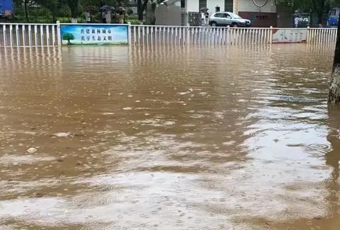 江西省 永新县普降大雨,道路感觉变成海洋了