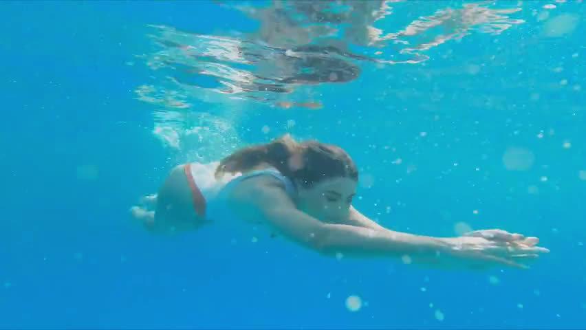 意大利女歌手Emma Muscat 携手Astol 献唱新单《Sangria》MV