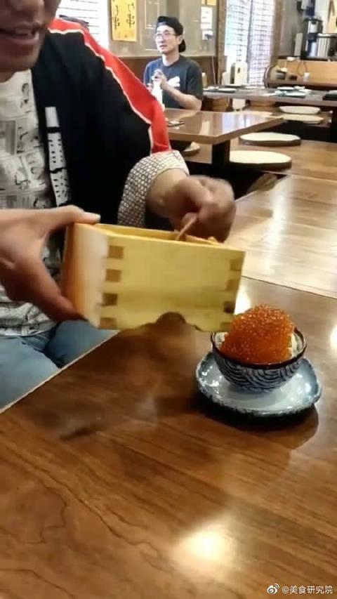 日本吃到的拌饭,一勺鱼子酱50块,不知道喊停怎么办