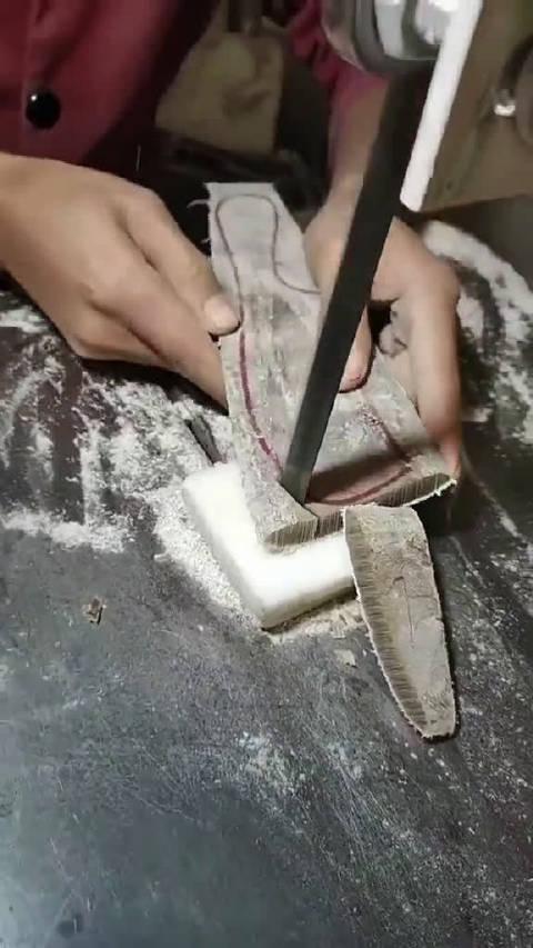 这双手做梳子的熟练程度令人叹为观止