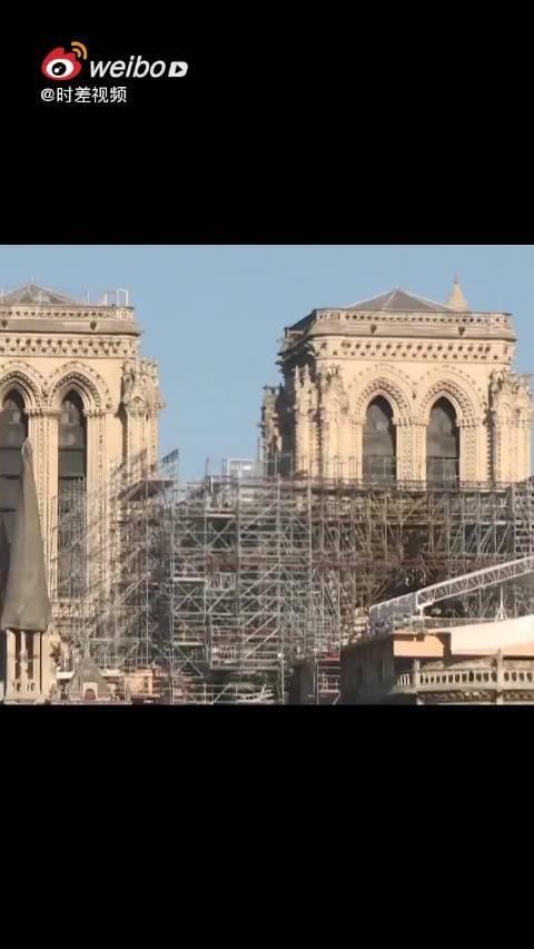 马克龙称巴黎圣母院将按原样修复……
