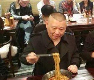 """郭德纲海鲜店一夜爆红,去吃了20只""""大虾"""",结账时:不会再来"""