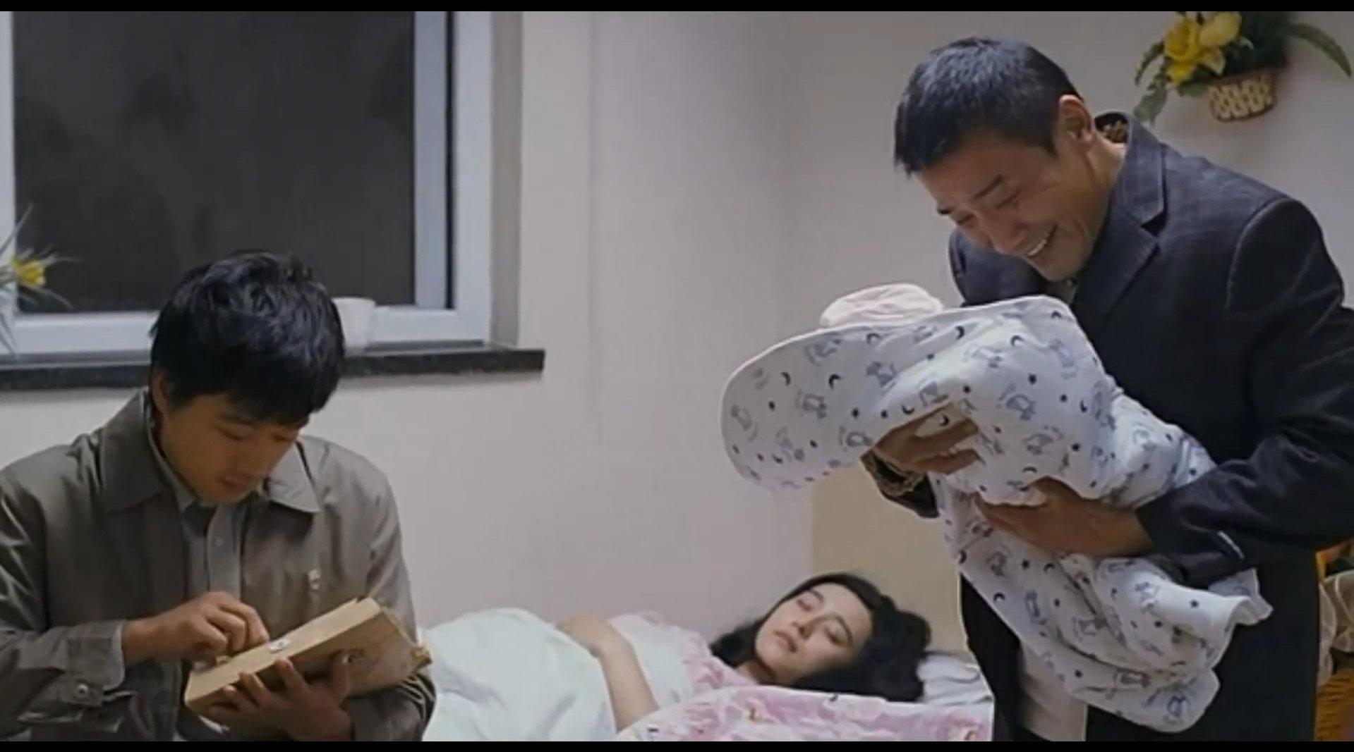 《苹果》,被禁的华语好片。利用大尺度包装……
