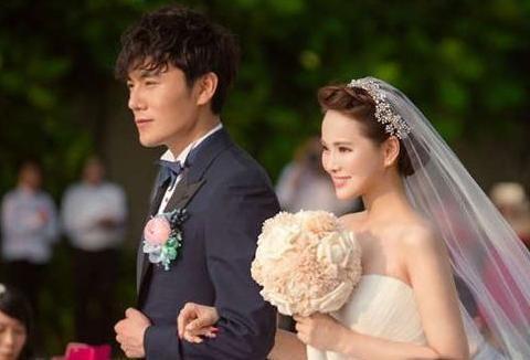 白冰结婚照,张雨绮结婚照,看到黄圣依:2亿零花钱是假的吧?