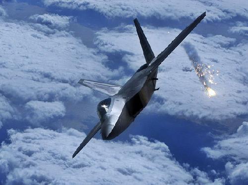 美国飞机不听警告入侵领空 委国拉响防空警报 直接发射导弹击落