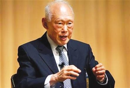为了攀结西方,李光耀把汉语废除了,用英语作为新加坡的官方语言
