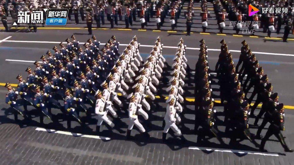 实拍俄罗斯红场阅兵式:中国人民解放军三军仪仗队惊艳登场