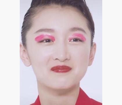 """难怪周冬雨很少尝试眼妆,当她化了""""桃花妆""""后"""