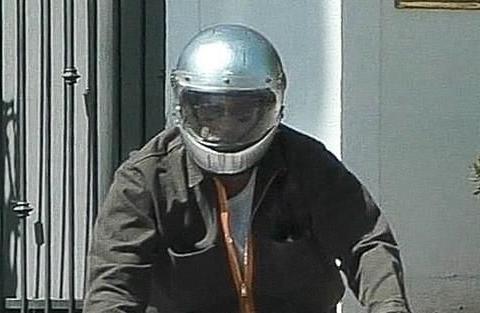 龙凤胎生日在即,皮特又驾摩托前往朱莉家,破冰之旅有成效