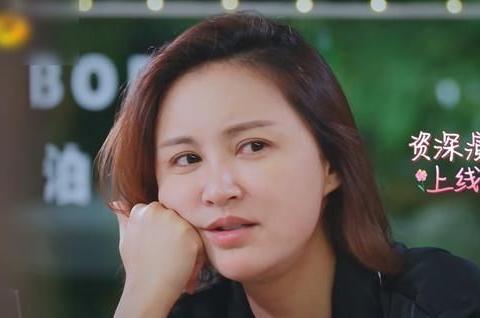 《妻4》张歆艺讲故事太入迷,还用脚比划动作,袁弘都看不下了